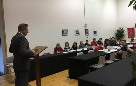 Clune discusses TOPS and campus changes at SGA meeting